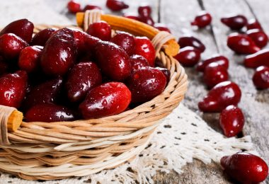 Польза и вред плодов кизила