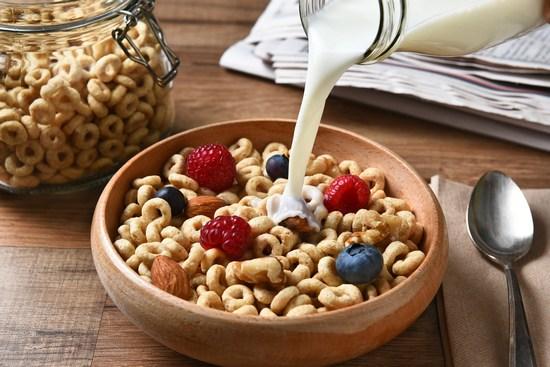 Сухие завтраки: польза и вред для детей и взрослых