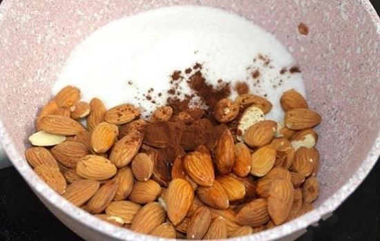 орешки, сахарный песок, какао