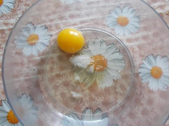 Наливаем фильтрованную воду комнатной температуры