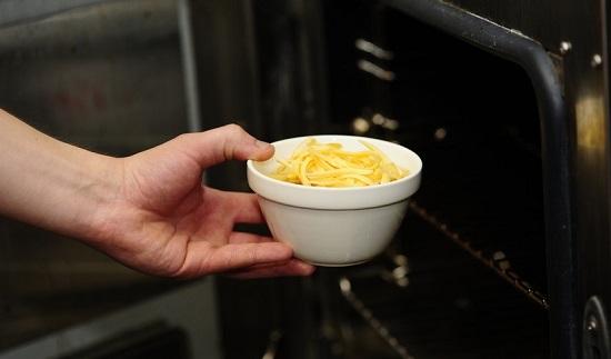 Отправляем блюдо в духовку