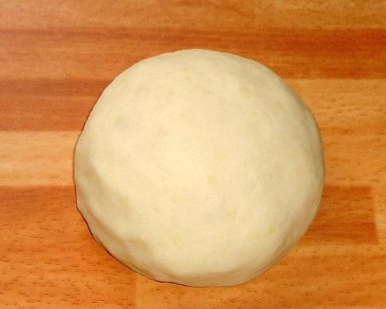 вымешиваем эластичное тесто