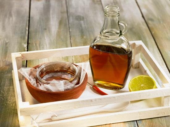 приготовить сахарную водичку с добавлением сока лимона