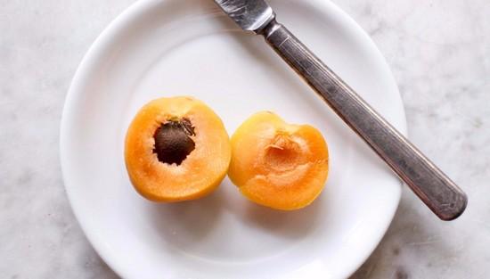 Косточки от абрикосов: польза и вред