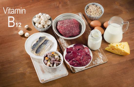 Польза и вред витамина В12