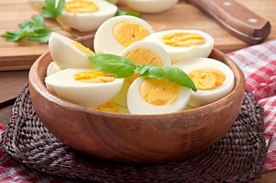 Куриные яйца: польза и вред для организма человека