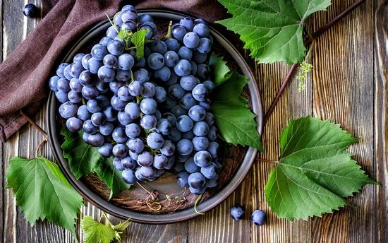 Виноград: польза и вред для здоровья человека