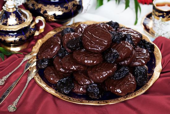 чернослив с шоколадом