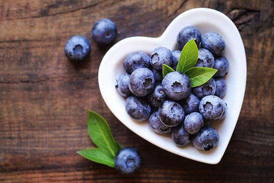 Голубика: польза и вред ягодок для здоровья человека