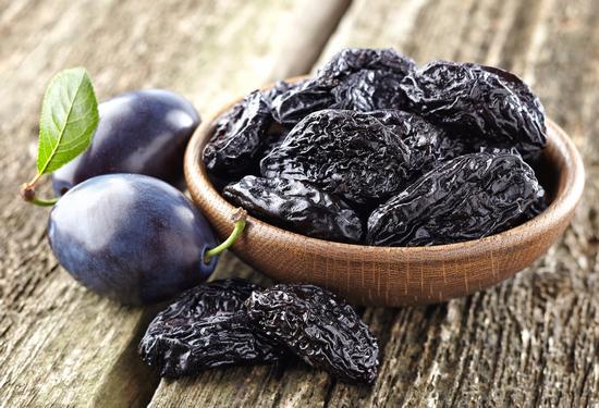 Польза чернослива и его вред для организма