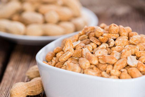 В чем вред жареного арахиса?