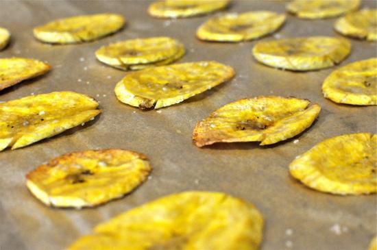 Польза и вред банановых чипсов для организма