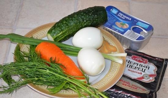 Морковный корнеплод и яйца отварим