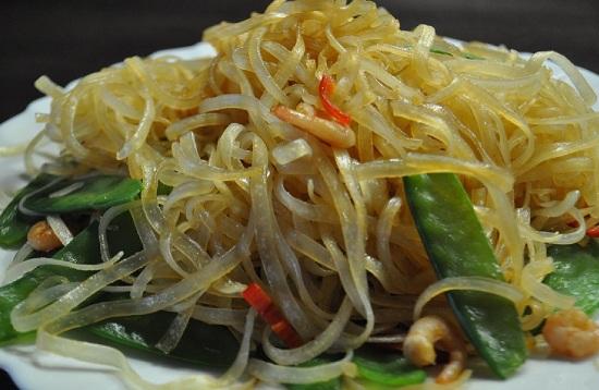 Рисовая лапша с маринованным мясом