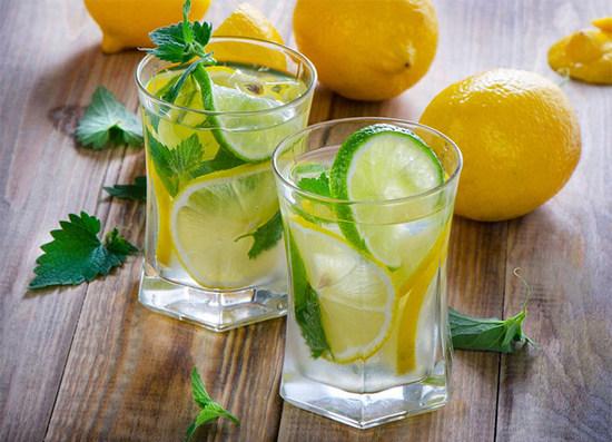 Вода с лимоном: польза и вред