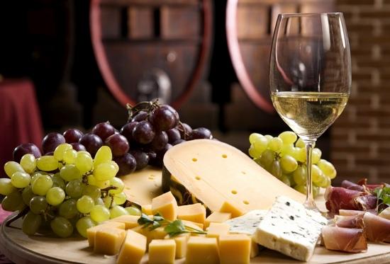 Вред белого вина: сухого и не только