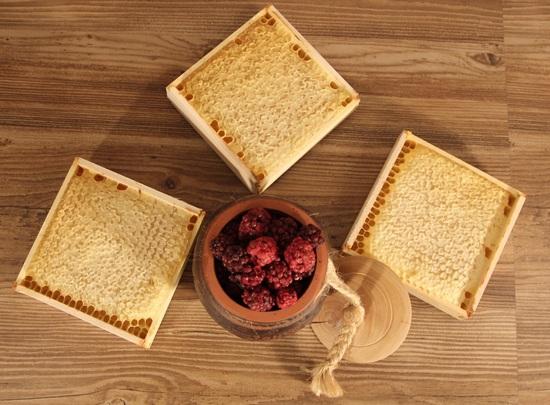 мед, помещенный в соты