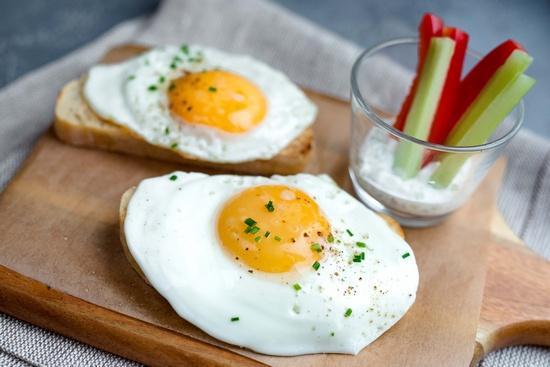 Жареные яйца: польза и вред
